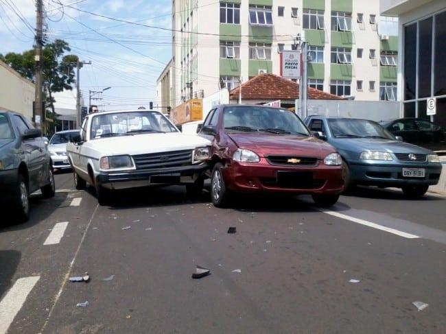 Colisão de Automoveis na Sebastião Leite do Canto não houve vítimas com ferimentos graves (Reportagem e foto : Marcos Diniz)