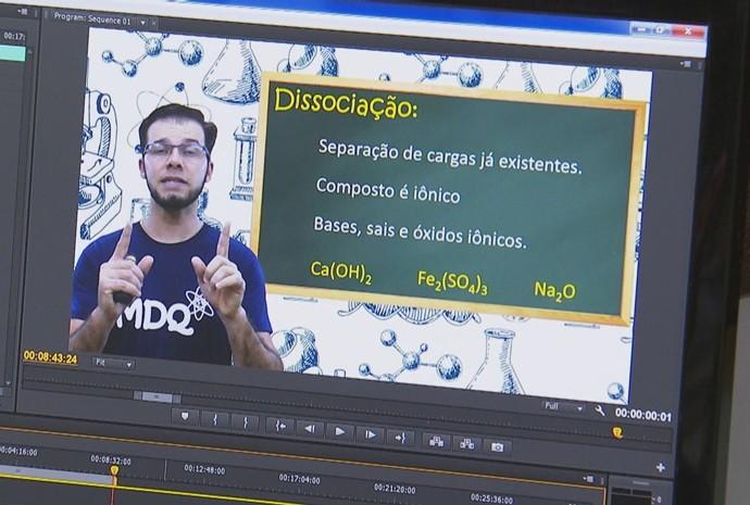 Professor usar a internet como aliada no ensino (Foto: Reprodução / TV TEM)