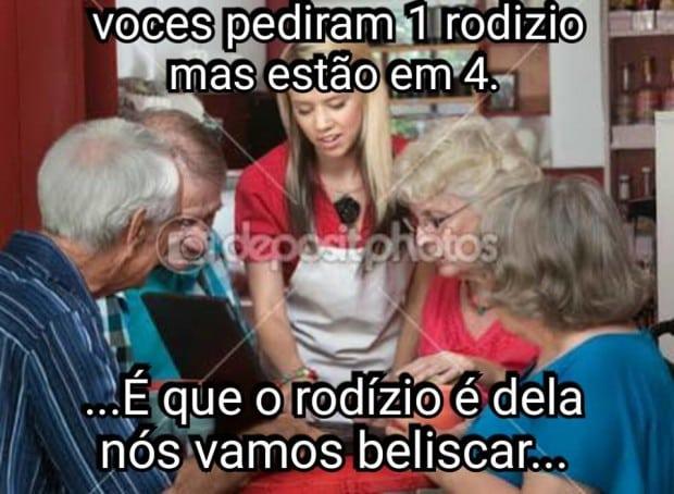 Internautas postam memes satirizando a reclamação (Foto: Reprodução/Facebook)