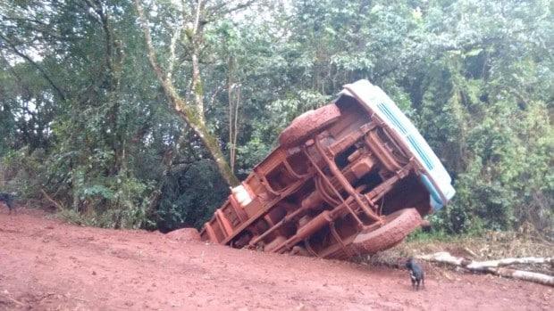 Lama e má estado da ponte pode ter sido a causa do acident (Foto: José Clóvis Zambito/Jornal Atenção)