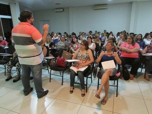Capacitação sobre livro didático é realizada na SME (Foto: Divulgação)