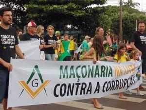 A Maçonaria também particiou do protesto em Assis (Foto: AssisNews)