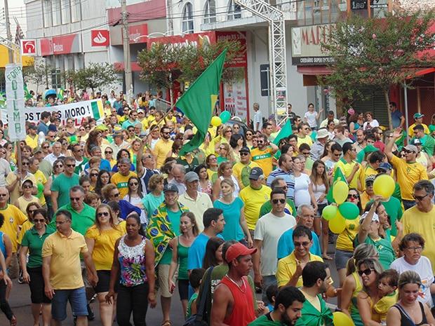 Cerca de 10 mil pessoas participaram do ato (Foto: AssisNews)