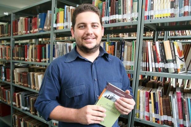 Como repórter policial, o jornalista e escritor Ramon Barbosa Franco adquiriu bagagem para escrever romance policial instigante (Foto: Divulgação)