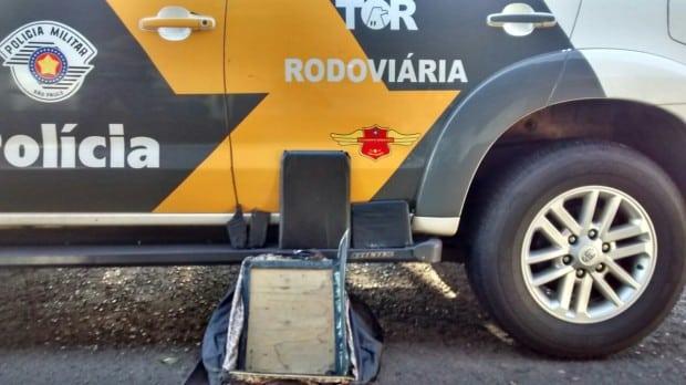 Droga foi apreendida pela equipe TOR da Polícia Rodoviária (Foto: Divulgação/Polícia Rodoviária-TOR)