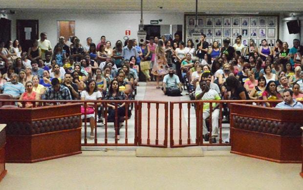 Sessão lotada com servidores municipais acata mais uma denúncia contra o Executivo (Foto: Divulgação)