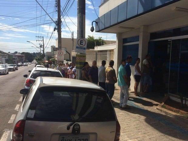 Sindicato orienta população a denunciar demora no atendimento bancário ao Procon
