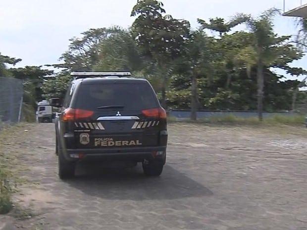Irmãos foram presos por agentes da Polícia Federal (Foto: Reprodução / TV TEM)