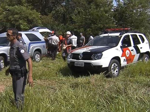 Corpo de homem assassinado foi encontrado em penhasco (Foto: Reprodução / TV TEM)