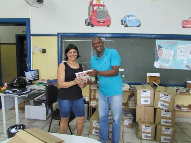 Material didático é entregue nas escolas municipais (Foto: Divulgação)
