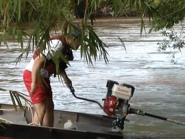 Corpo de mulher foi visto no rio em Santa Cruz do Rio Pardo (Foto: Reprodução / TV TEM)