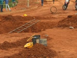 Gás teria deixado operários inconsciente (Foto: Reprodução / TV TEM)
