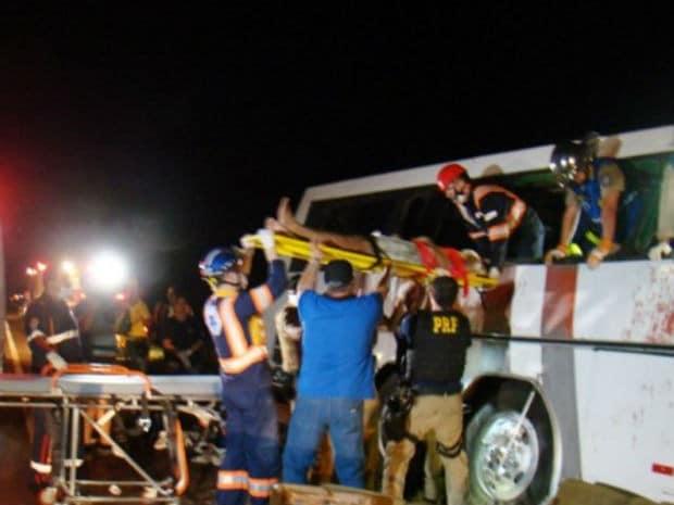 Ao menos nove pessoas morreram no local do acidente (Foto: José Marcelo Chagas/Cidade Destaque)