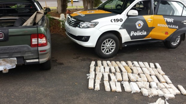 Cerca de 60 quilos de maconha foram apreendidos (Foto: Polícia Rodoviária-TOR/Divulgação)
