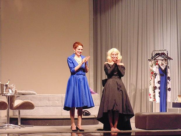 Danielle Winits e Maria Eduarda na peça Depois do Amor em Assis (Foto: AssisNews)