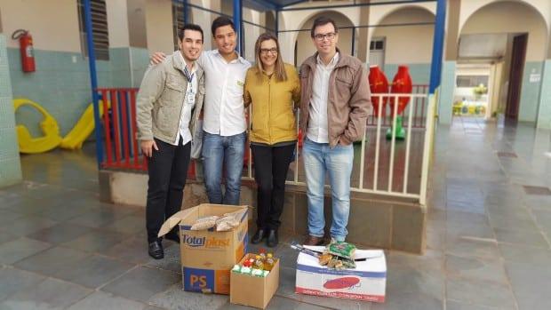 Bruno de Barros Stellato (Agente de Desenvolvimento); Leonardo Ribeiro (Estagiário do PAE-Assis); Saionaria Vieira Evangelista (Diretora da Casa da Menina); Marcos Antonio de Souza (Agende de Desenvolvimento) (Foto: Divulgação)