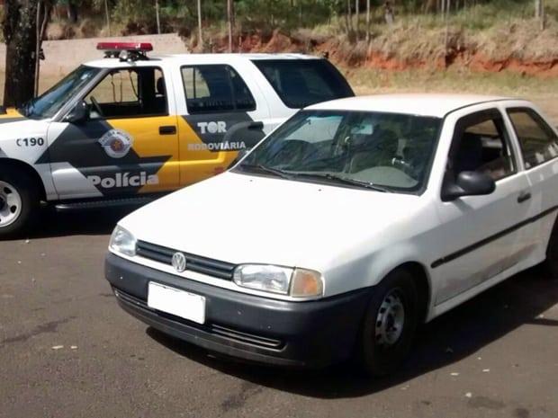 Veículo foi furtado na cidade de Assis e recuperado em Pres. Prudente (Foto: Policia Rodoviária/Cedida)