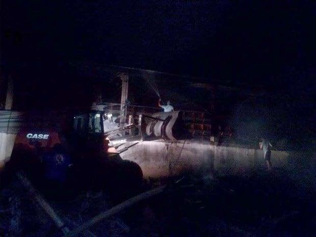 Funcionários conseguiram controlar as chamas no local (Foto: Valdecir Luís/ imagens cedidas)