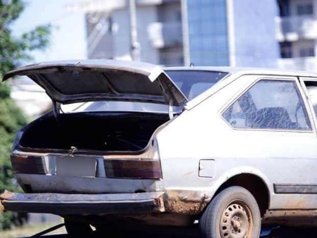 Carro quebou na estrada (Foto: J. Serafim / Divulgação)