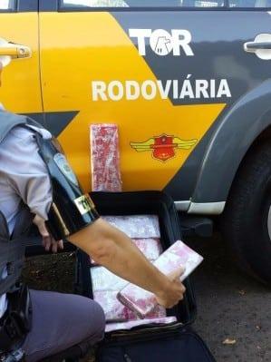 Equipe TOR da Polícia Militar Rodoviária apreendeu a droga em Assis (Foto: Cedida/Polícia Militar Rodoviária)