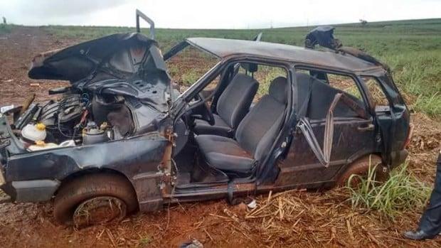 Carro ficou totalmente destruído (Foto: Cedida/Daniel Tafarel)