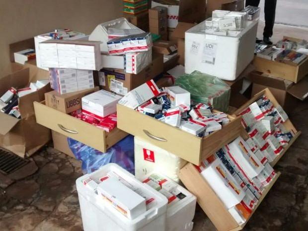 Comércio irregular de medicamentos de alto custo é combatido em operação (Foto: Evandro Cini/TV TEM)