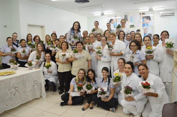 Mães foram homenageadas com flores e um café da tarde especial (Foto: Divulgação)