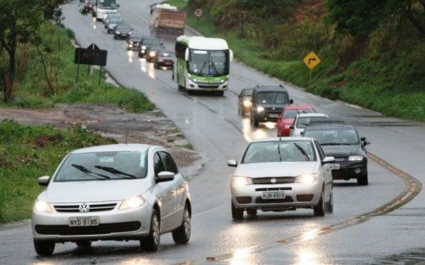 Lei torna obrigatório trafegar com farol aceso em estradas durante o dia