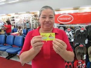 Dona Irene Machado consumidora da loja Paulinho Calçados (Foto: Divulgação)