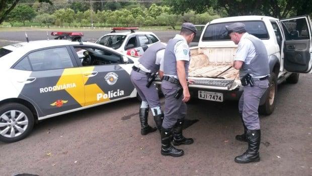 Droga estava na lataria da caminhonete (Foto: Polícia Rodoviária / Divulgação)
