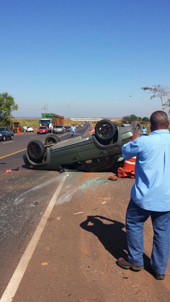Acidente aconteceu na manhã desta quarta-feira (Foto: Reprodução/Divulgação)