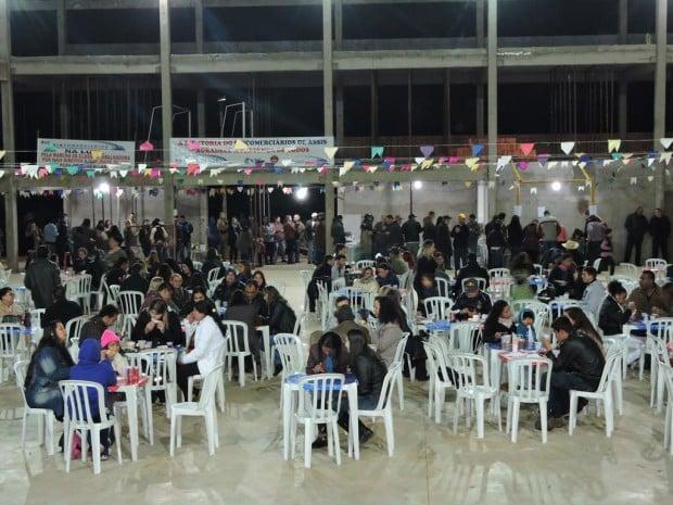 Nem mesmo o frio espantou o público da Festa Junina do Sincomerciários Campos (Foto: Divulgação)