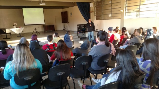 A palestra consistiu em informações sobre como ingressar na faculdade de engenharia (Foto: Divulgação)