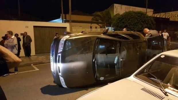 Acidente aconteceu na noite deste domingo (19) (Foto: Divulgação)