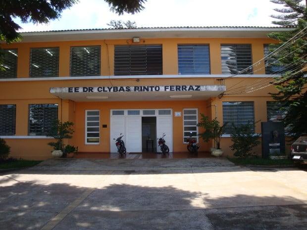 Fachada da Escola Estadual Dr. Clybas Pinto Ferras (Foto: Reprodução)