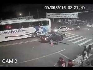 Vídeo mostra a ação dos policiais que resultou na morte do jovem (Foto: Reprodução / Canal Youtube AssisNews)