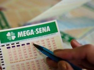 Mega-Sena pode pagar R$ 9 milhões nesta quarta-feira (Foto: Caio Kenji/G1)