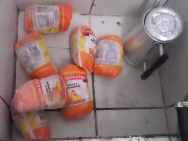 Alimento não possui refrigeração adequada em Presidente Alves (Foto: TCE Regional Bauru/Divulgação)