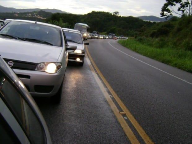 Farol baixo durante o dia é obrigatório em rodovias a partir de sexta (Foto: Reprodução)