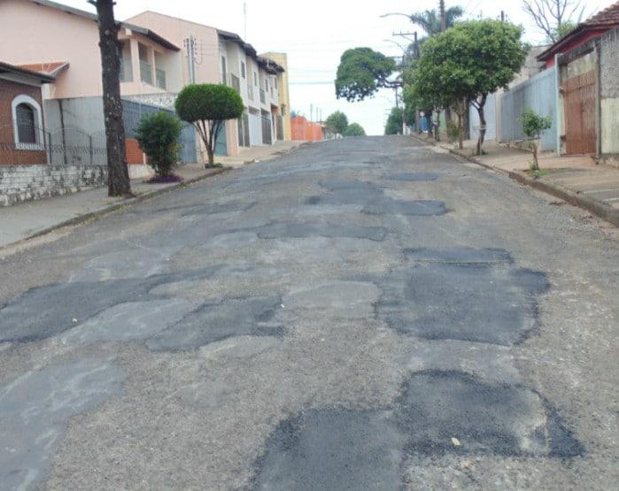 Prefeitura realiza operação Tapa Buraco na Visconde do Rio Branco (Foto: Diego Di Paula/AssisNews)