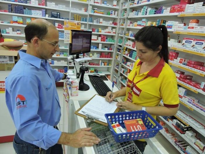 Sincomerciários visita farmácias para colher sugestões (Foto: Divulgação)