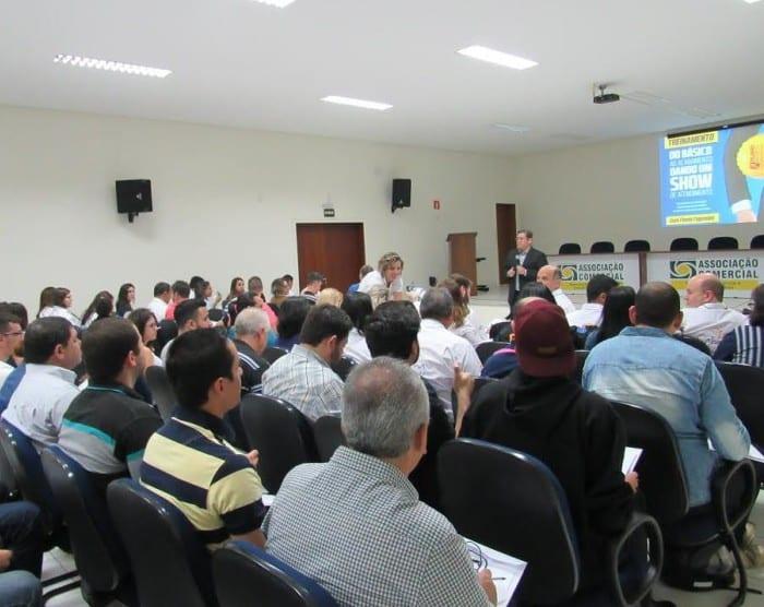 Treinamento foi realizado pelo consultor Flavio Fagundes na ACIA (Foto: Divulgação)