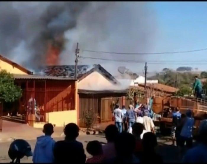 Local foi isolado após o incêndio; causas serão investigadas (Foto: Roberto Rocha/ Arquivo pessoal )