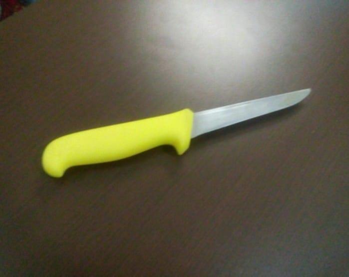 Suspeito usou uma faca de cozinha para atingir homem (Foto: Polícia Militar/Divulgação)