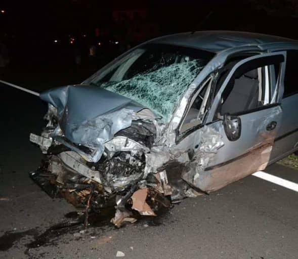 Ocupantes de outro carro envolvido no acidente ficaram feridos (Foto: TV TEM/Reprodução)