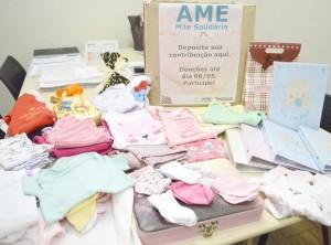 As roupinhas foram doadas para serem destinadas às mamães carentes atendidas na unidade (Foto: Divulgação)