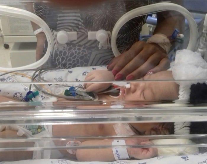 Bebê está internada na UTI da Maternidade Santa Isabel (Foto: Silmara Gonçalves/ Arquivo pessoal )