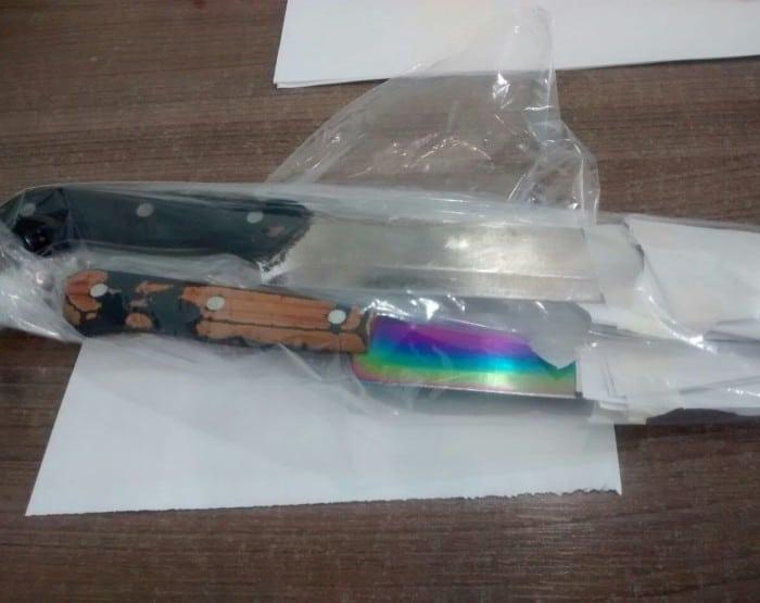 Objetos roubados foram encontrados; homens estavam armados com faca (Foto: Reprodução / TV TEM)