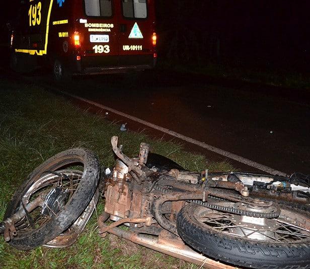 otociclista morreu no local (Foto: Diego Pereira/Mais Tupã/Divulgação)