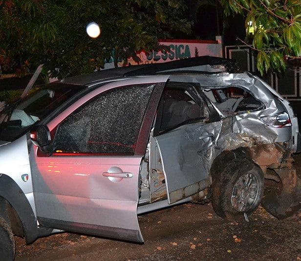 Carro derrapou a atingiu moto (Foto: Diego Pereira/Mais Tupã/Divulgação)